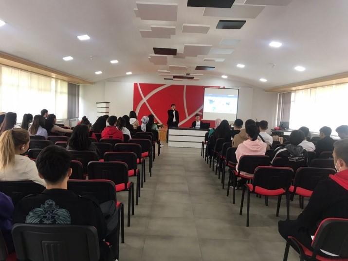 Международная школа медицины МУК провела информационную встречу о пользе вакцинации против COVID-19  со студентами колледжа «Таалим»